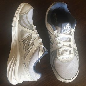 New Balance ExcellentCondition 496v3 Walking Shoes